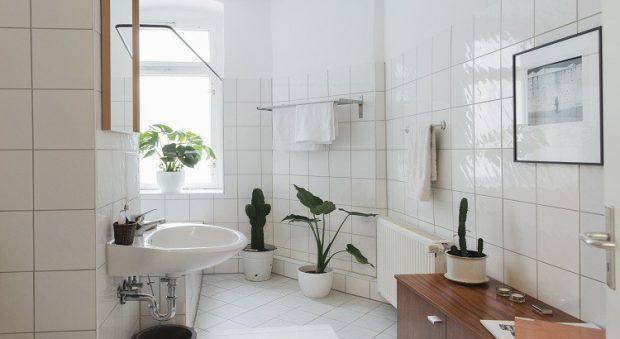 Comment résoudre une fuite au niveau du lavabo ?